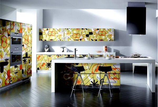 """Кухня с елементи от стила """"поп-арт"""""""