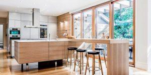 Барплот от дърво в кухнята – естетика и функционалност