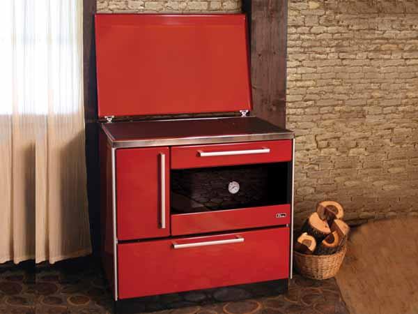 Готварска печка на дърва и твърдо гориво (с фурна)