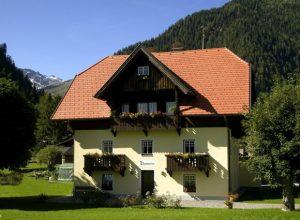 Покрив с индивидуален характер с керемиди Тондах Бибер