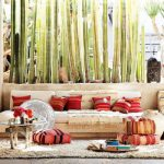 възглавнички на пода - още място за сядане