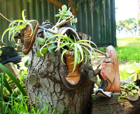 Цветна леха в... старите обувки