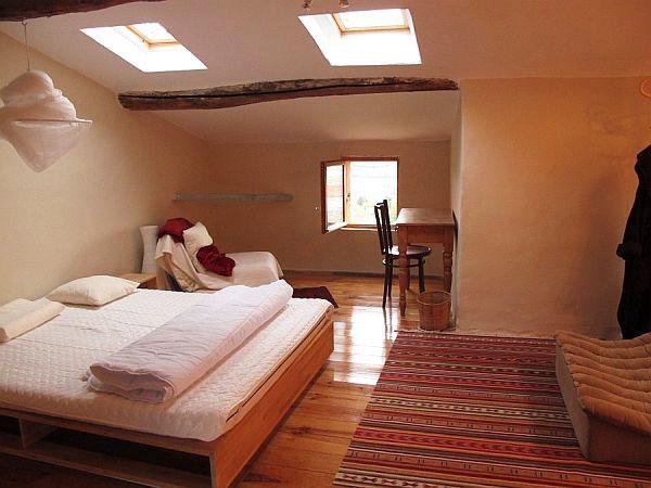 Спалня с работен кът