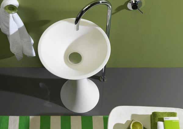 Диаметърът на мивката е 50 см, а общата височина - 85 см