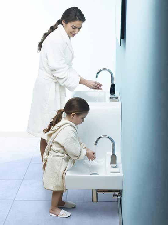 Мамо, може ли да ти правя компания в банята?