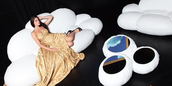 В прегръдките на дивана-облак