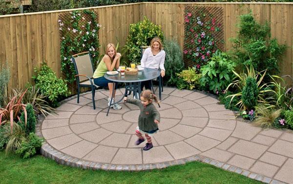 Да пием по кафе в едно кътче на градината?