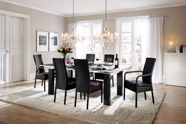 Маса за хранене и високи столове