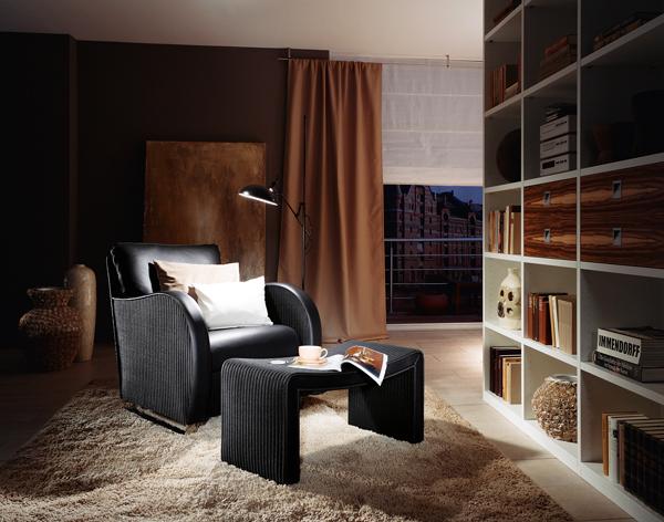 Кресло и табуретка