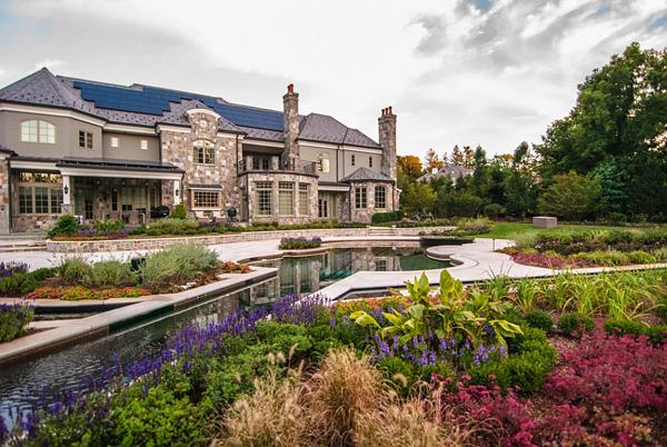 Градината е великолепна