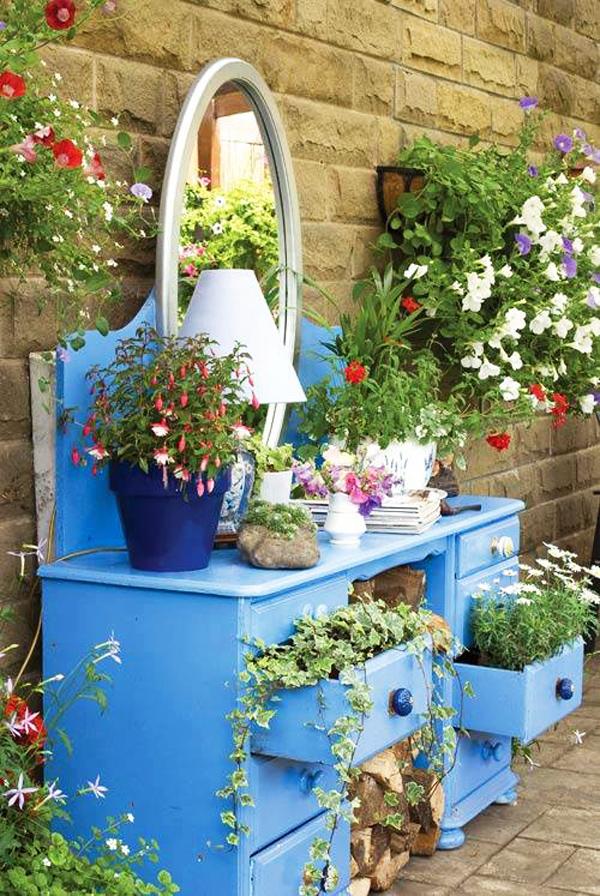 И градината е суетна дама - има необходимост от тоалетка!