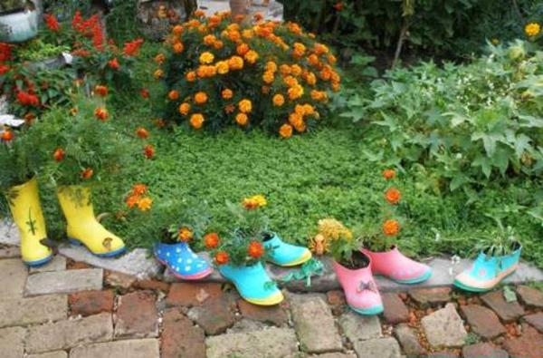 Веселият поход на ненужните обувки