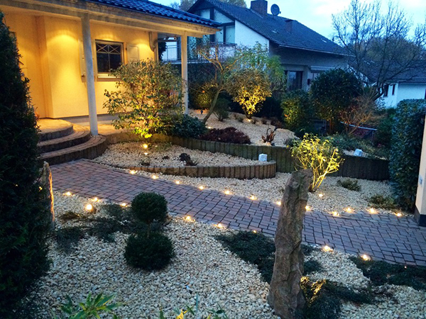 Магията на осветлението в градината